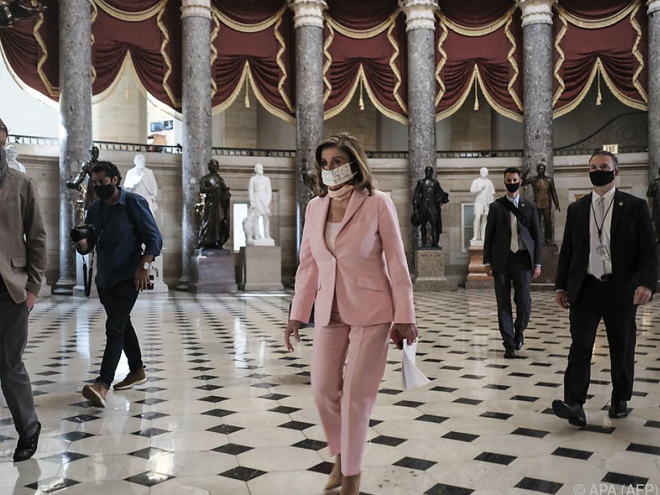 Sprecherin Nancy Pelosi auf dem Weg ins Repräsentantenhaus