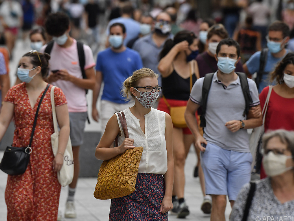 corona maske Steigende Infektionszahlen in Frankreich