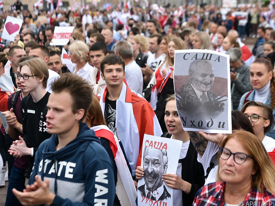 Tausende trotz Drohungen seitens Lukaschenko auf der Straße