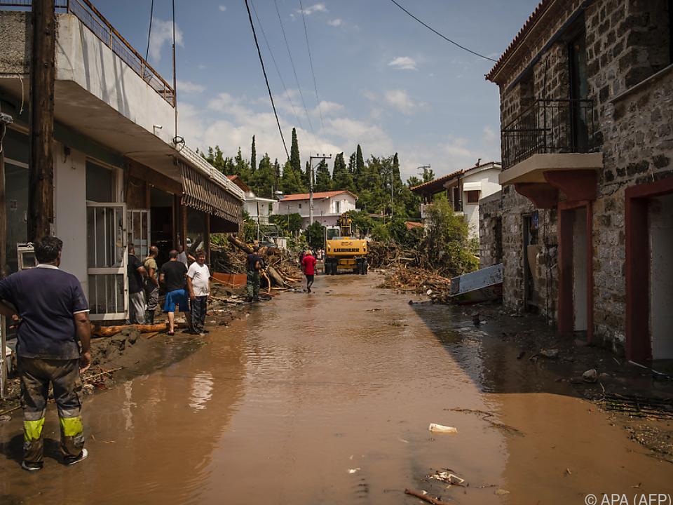 Überschwemmte Straße im Dorf Politika auf Euböa