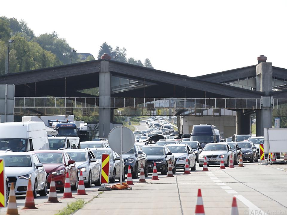 Warten an der Grenze bei der Einreise nach Österreich