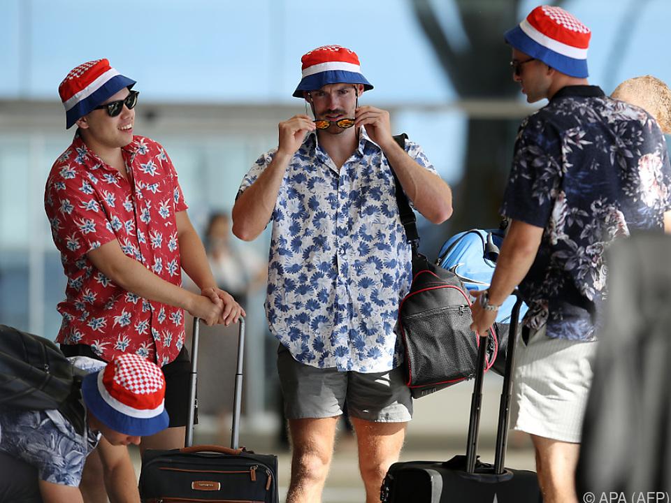 Zahlreiche Touristen reisen ab
