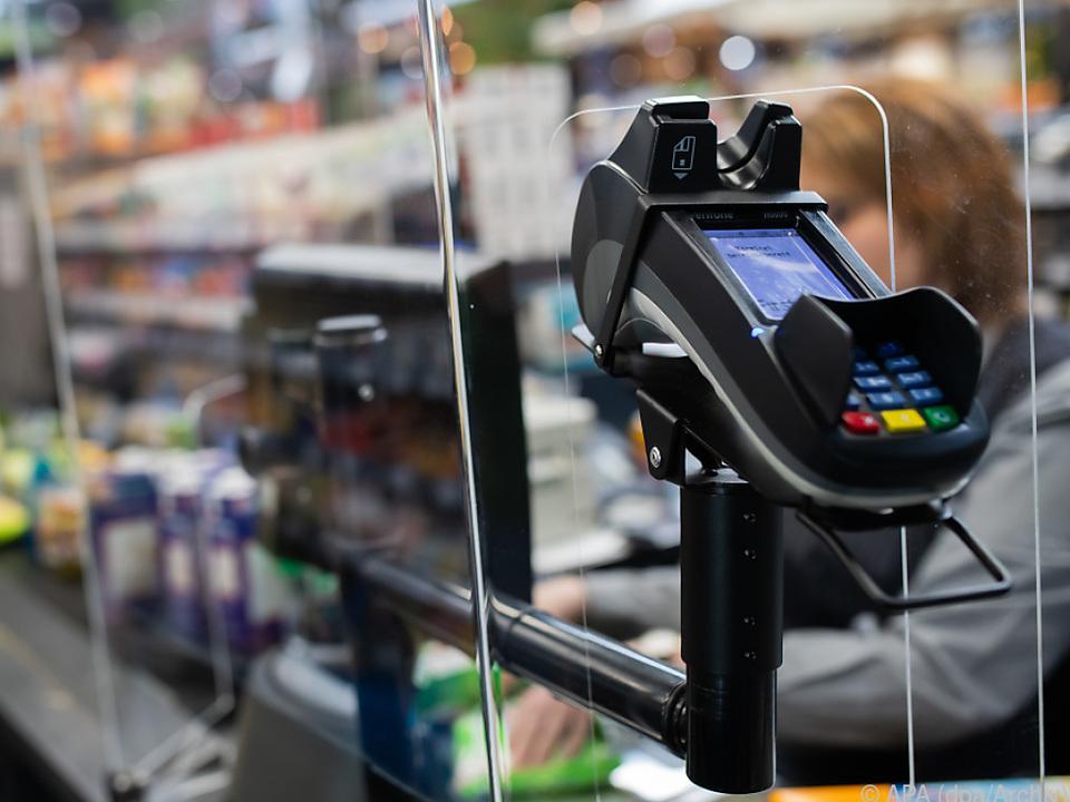 Zahlungen mit Debitkarten stiegen um 20 Prozent an