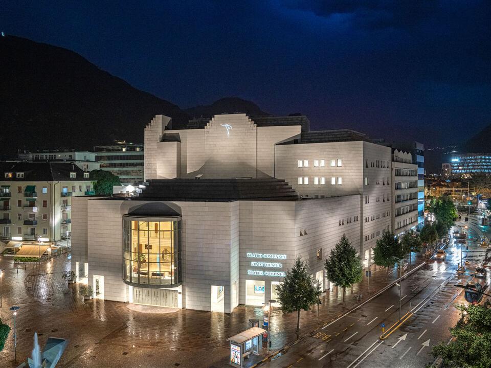 1080335_Teatro_Comunale_Bolzano_foto_Federico_Pedrotti_(1)