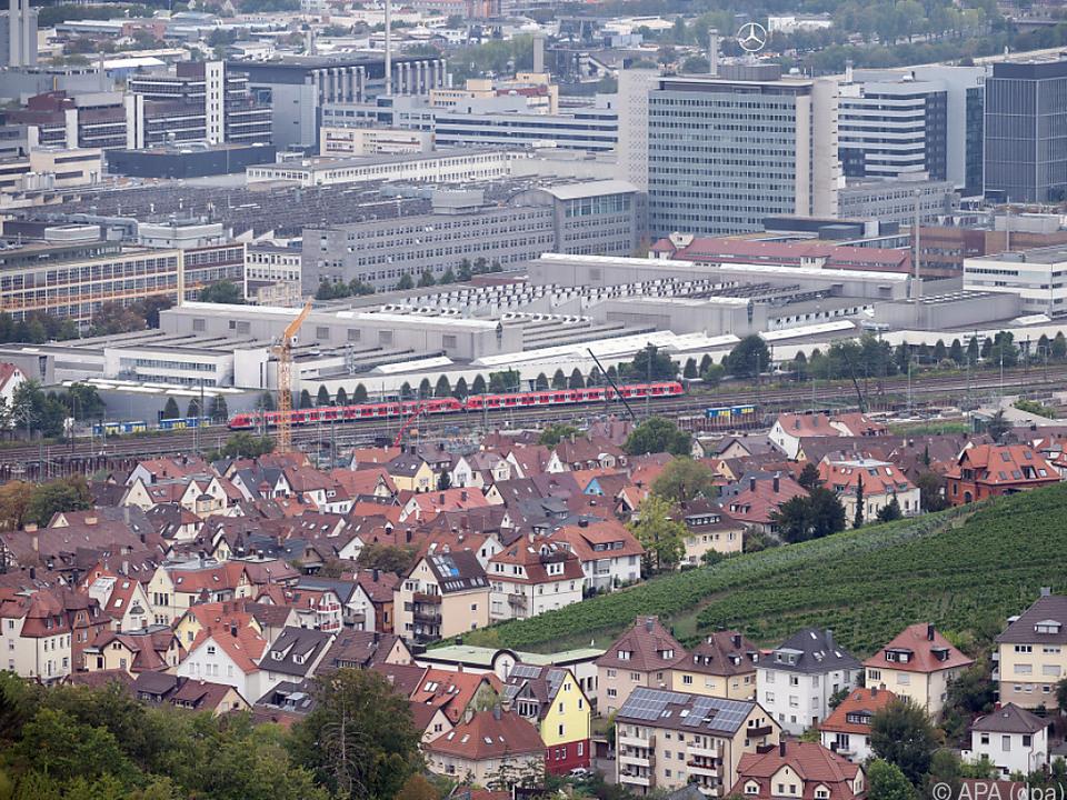 Blick auf das Daimler-Werk Untertürkheim