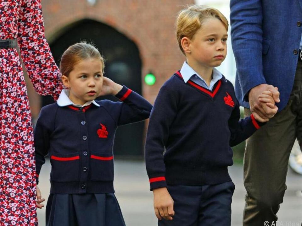 Charlotte und George an ihrem ersten Schultag