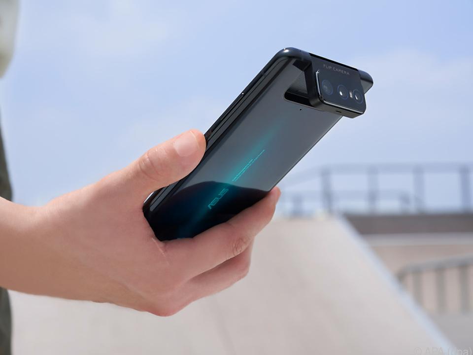 Das Asus ZenFone 7 Pro mit Flip-Kamera