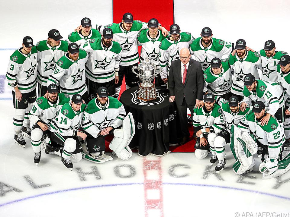 Das Team mit dem Pokal für den Gewinn der Western Conference