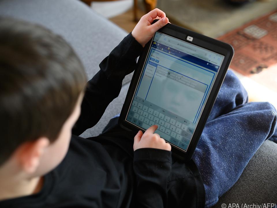 Digitales Lernen in Coronakrise schule schüler homeschooling fernunterricht sym
