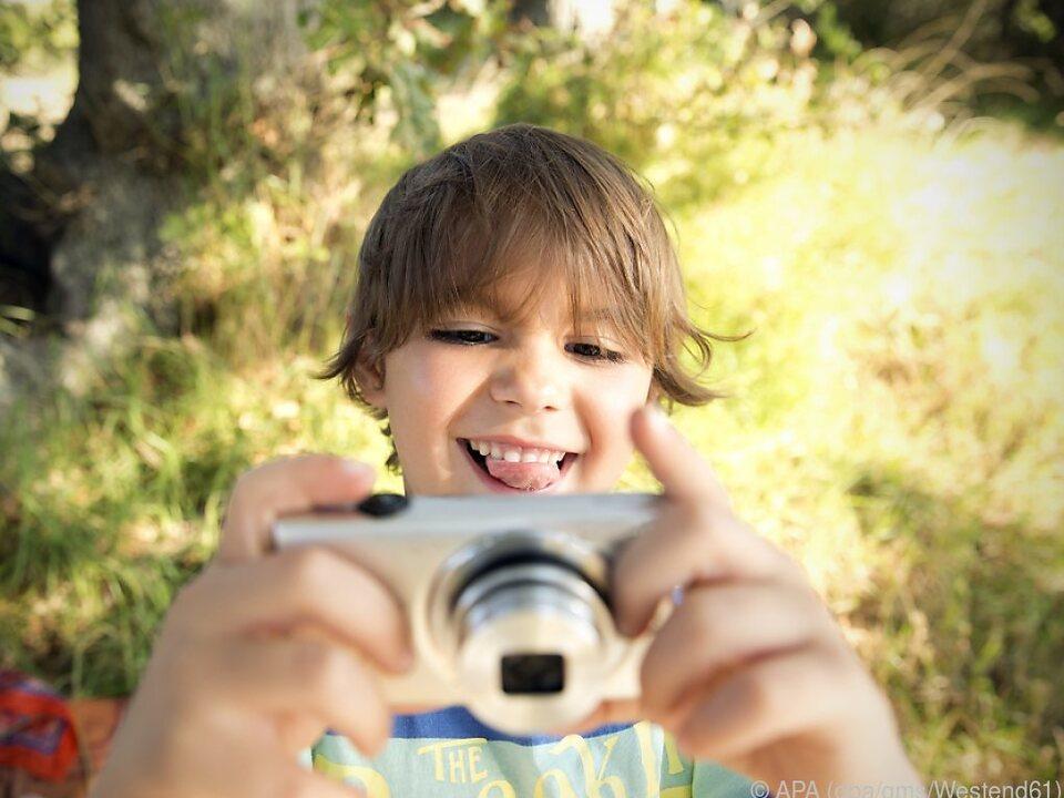 Eine ausrangierte oder günstige digitale Kompaktkamera ist ideal für Kids