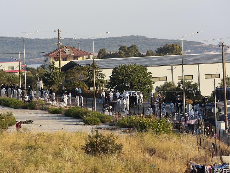 Einige Migranten zögern mit dem Umzug, sie wollen die Insel verlassen