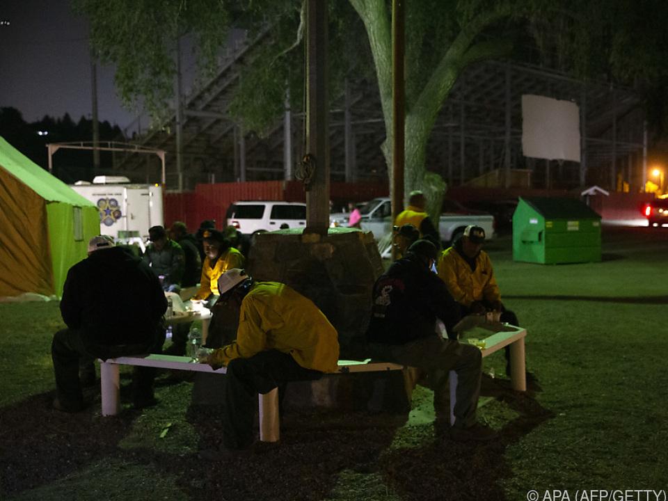Einsatzkräfte in Omak/Washington bei einer Pause
