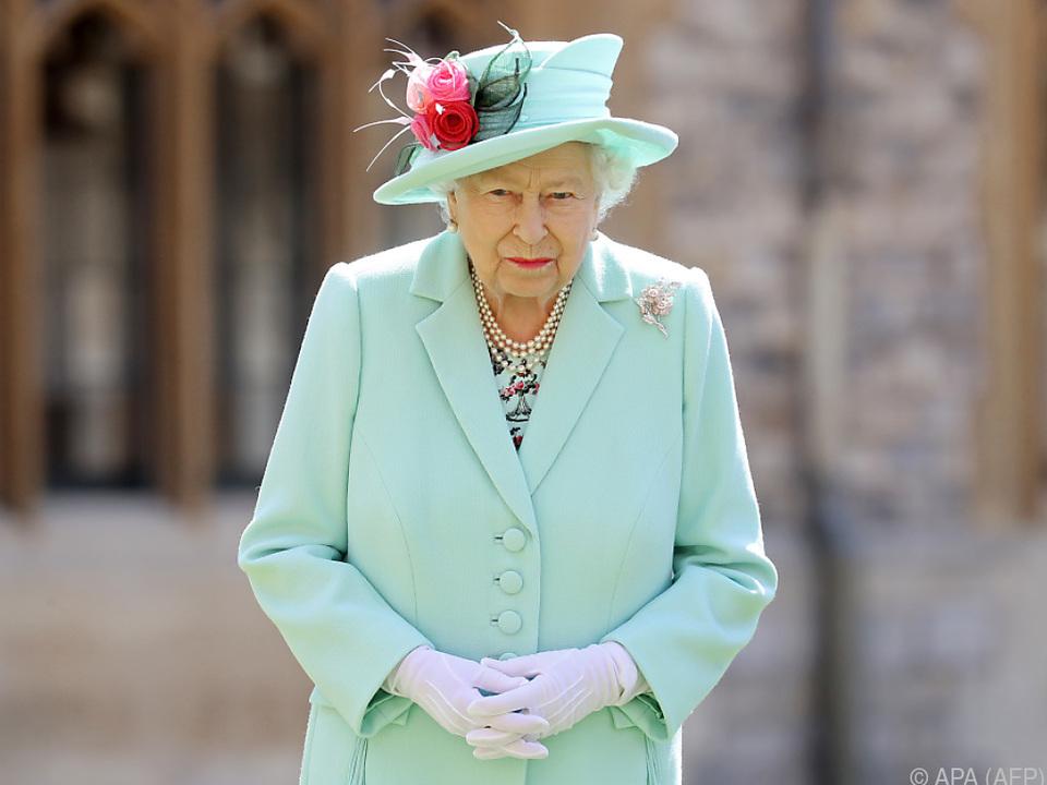 Elizabeth ist von ihren Landsleuten beeindruckt