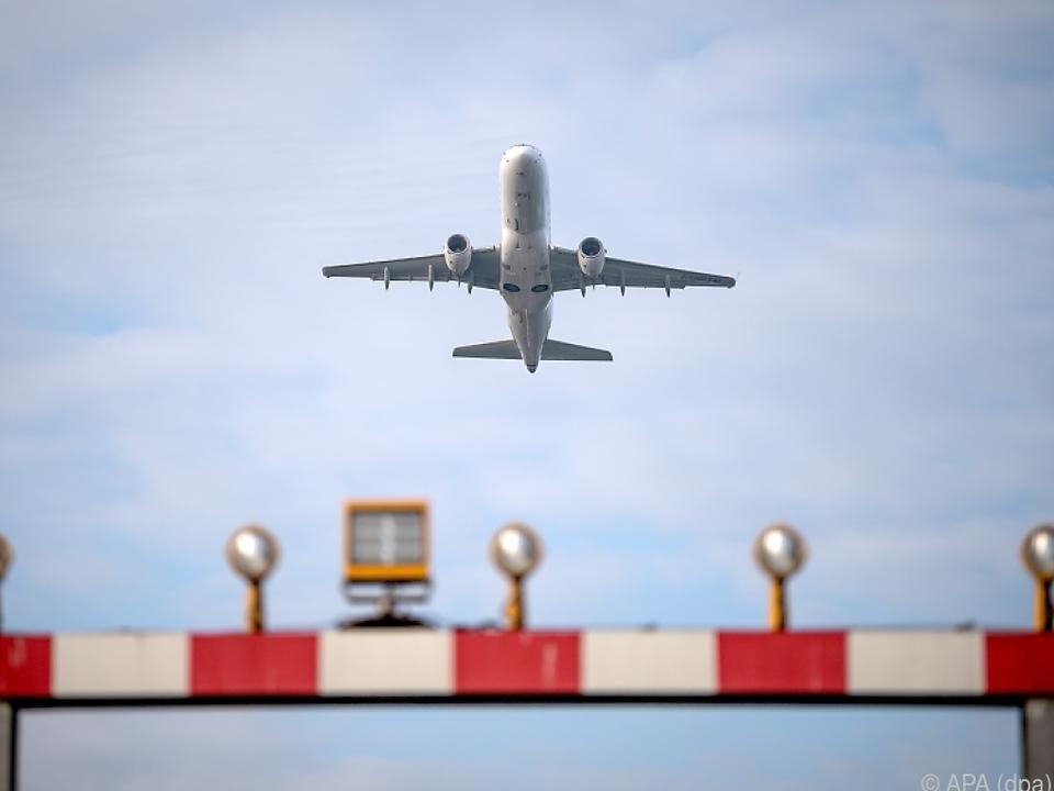 Flugzeug sym Bozen flughafen Gebeutelte Luftfahrtbranche sucht nach Lösungen