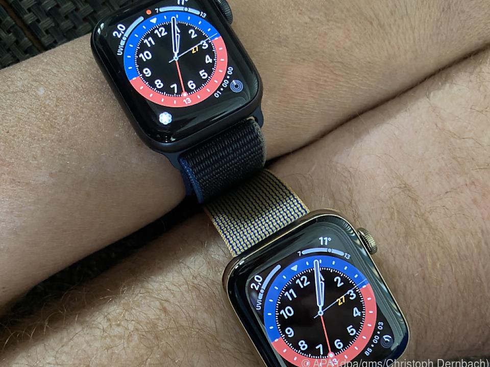 Die Apple Watch Series 6 (u.) und die Apple Watch SE im Vergleich