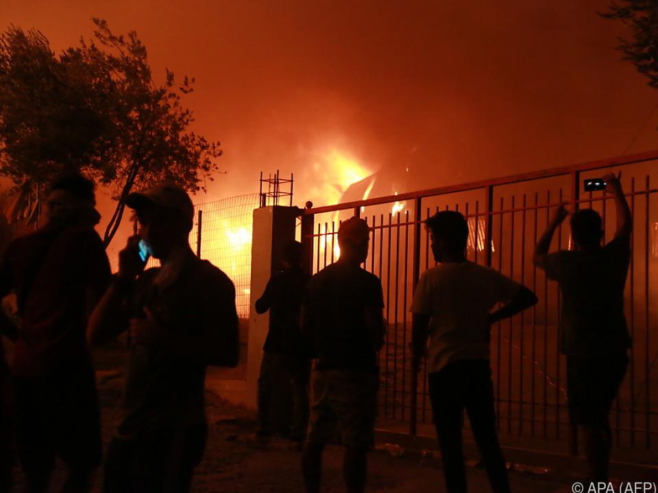 Lager fast komplett zerstört - Nur wenige Leichtverletzte