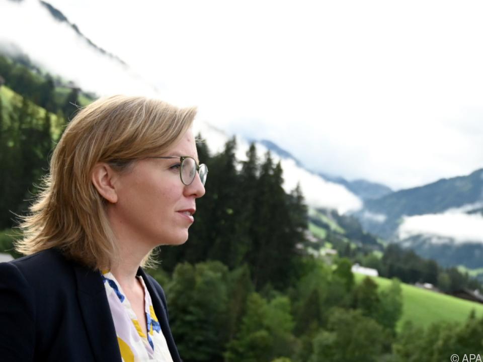 Leonore Gewessler reist in die Schweiz