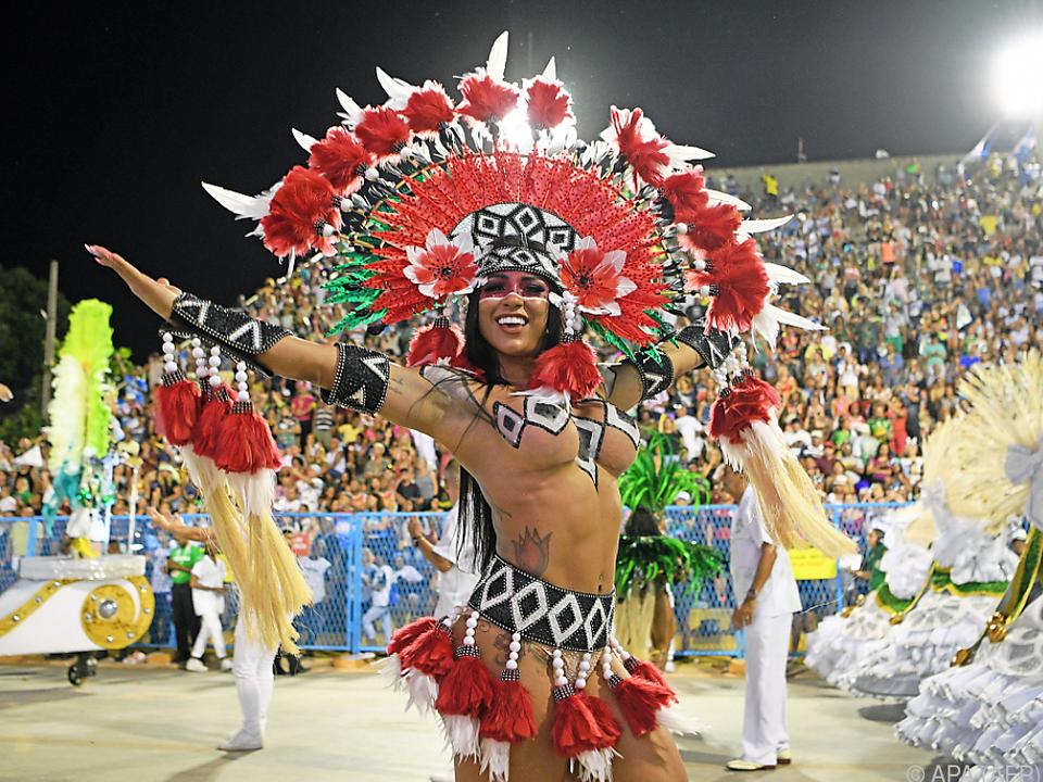 Letzte Nacht der heurigen Sambaparade Ende Februar