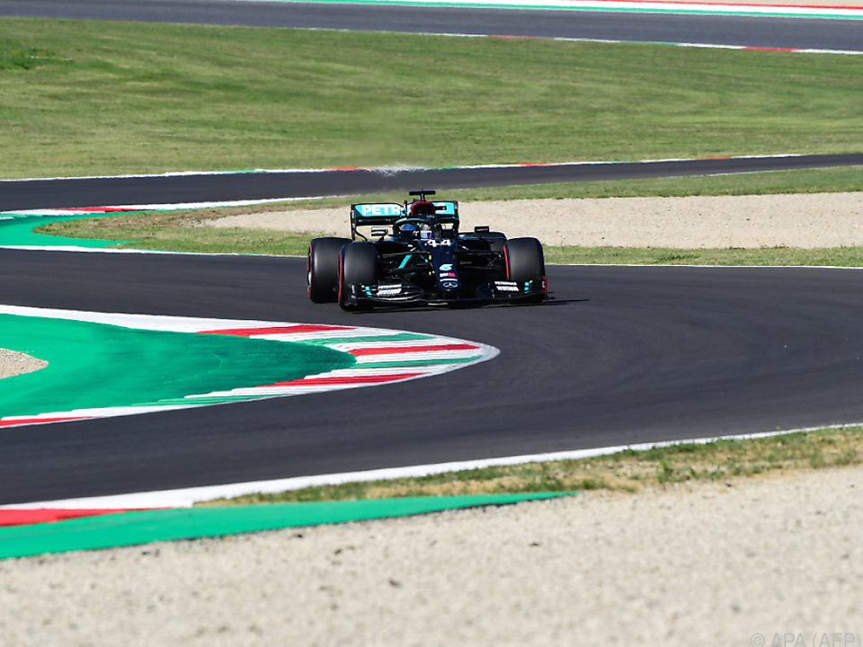 Lewis Hamilton knapp vor Bottas
