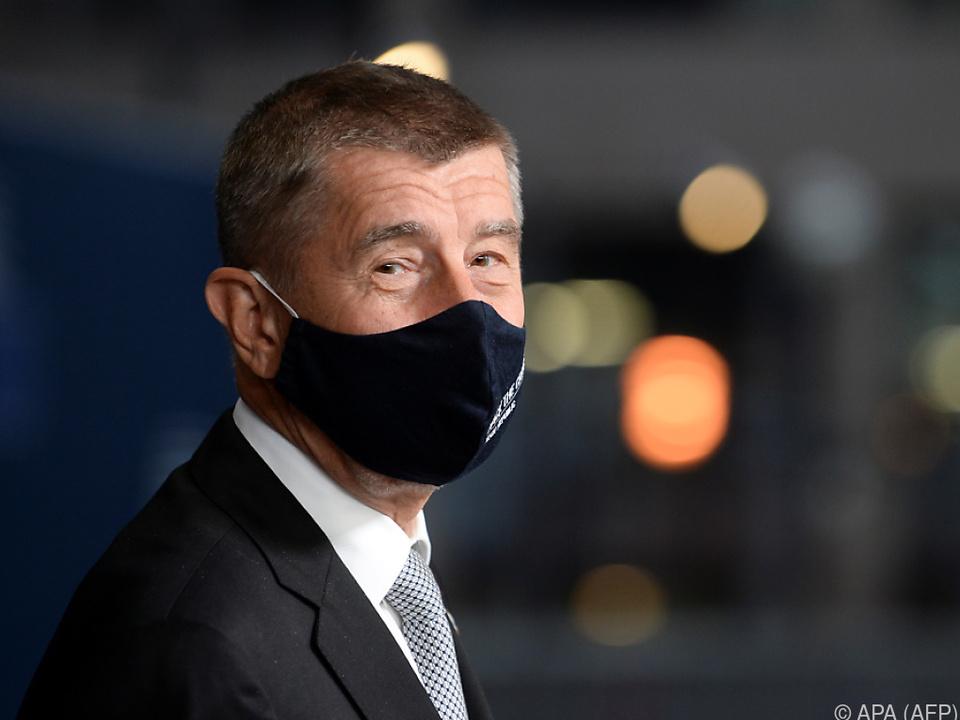 Ministerpräsident Andrej Babis mit Maske