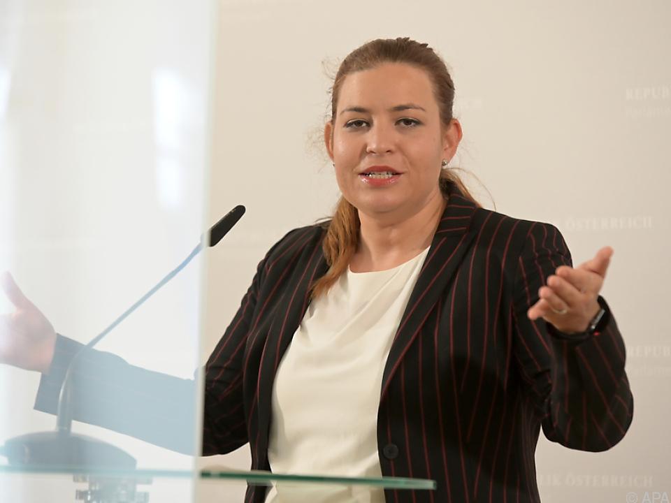 Nina Tomaselli von den Grünen  stellt sich einige Fragen