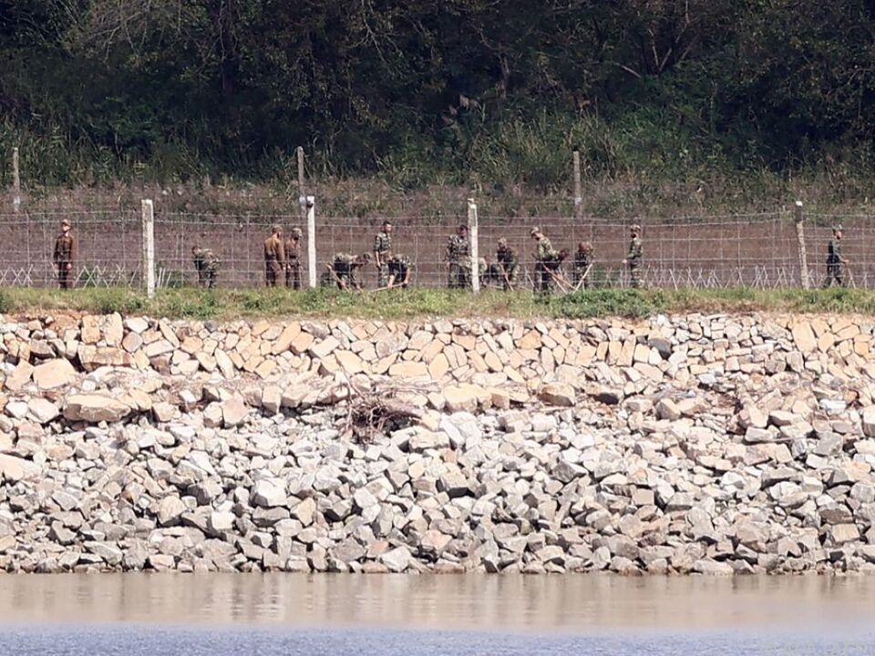 Nordkoreanische Soldaten an der Grenze zu Südkorea