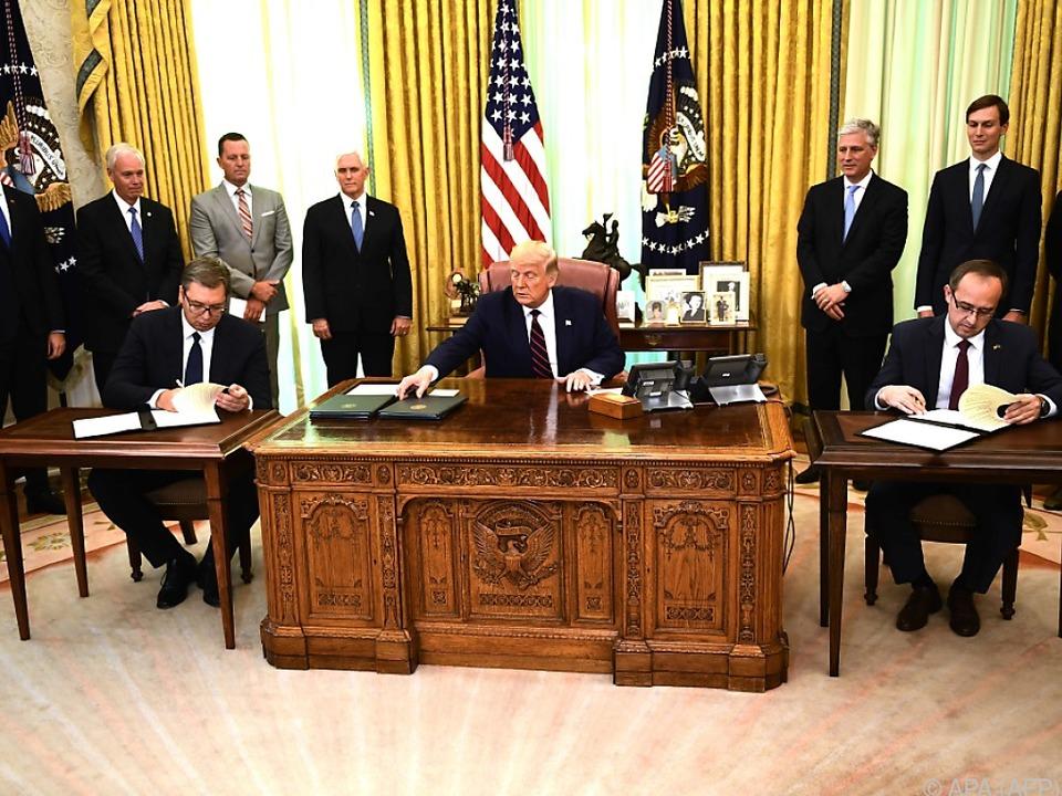 Präsident Vucic und Regierungschef Hoti bei Trump im Weißen Haus