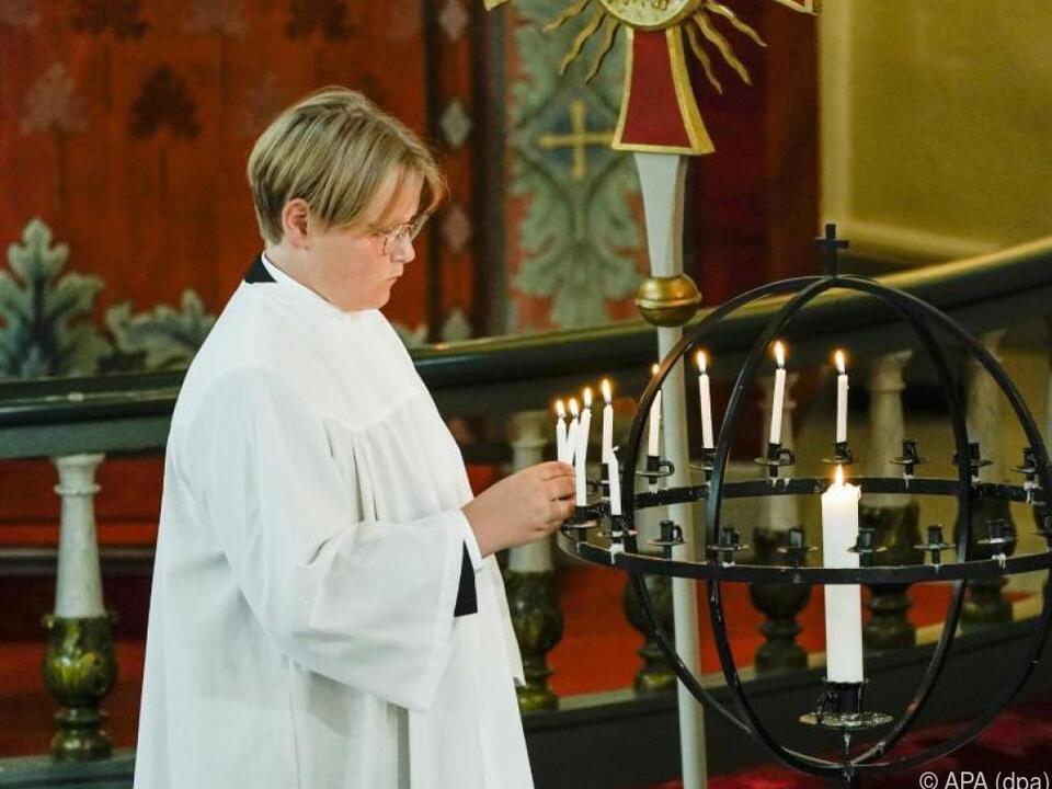 Prinz Sverre Magnus in der Kirche von Asker