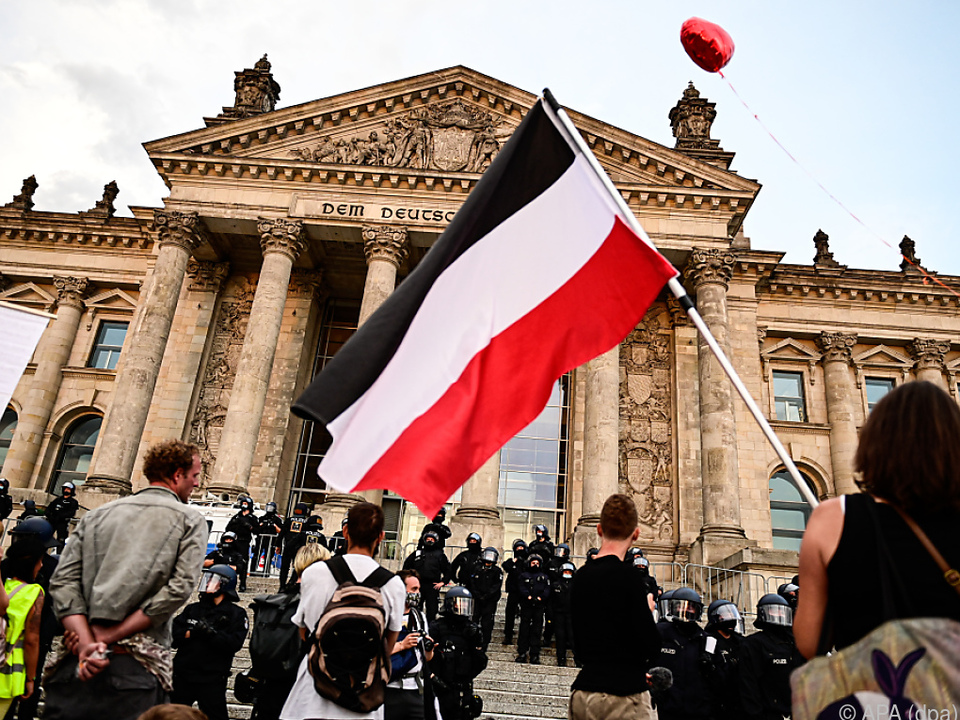 Protest-Teilnehmer mit Reichsflaggen sorgten für Entsetzen