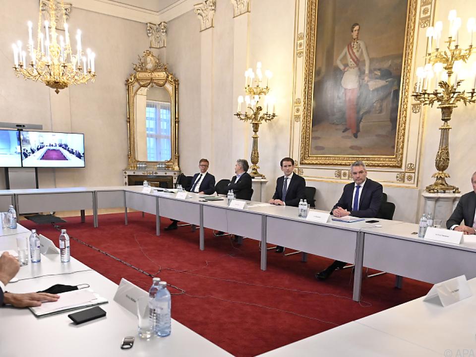 Regierungsspitze und Landeshauptleute an einem Tisch