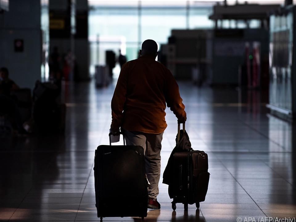 Reisewarnung ab Freitag urlaub koffer flughafen gepäck hotel sym