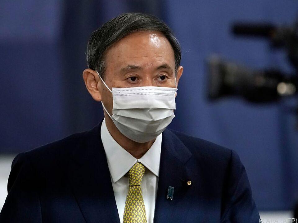 Suga nahm die Wahl mit Maske an