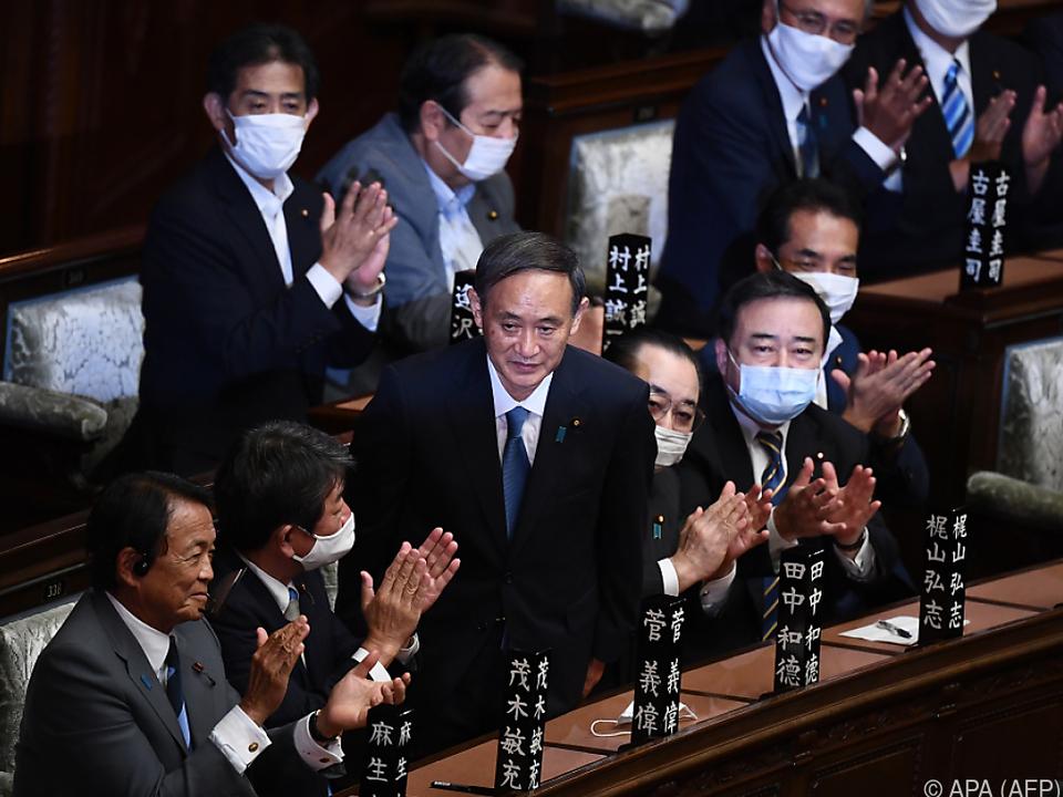 Suga will Abes Wirtschaftspolitik fortführen