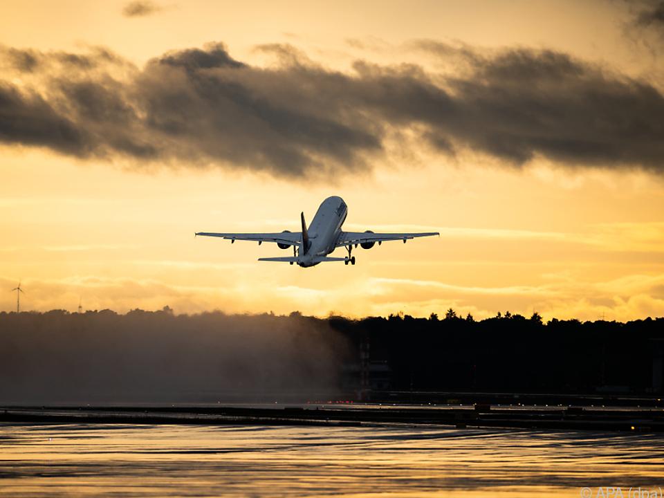 Tausende Flüge sind wegen der Pandemie ausgefallen flugzeug urlaub