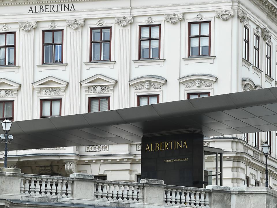 Tischuhr und Eck-Etagere kehren in Albertina zurück