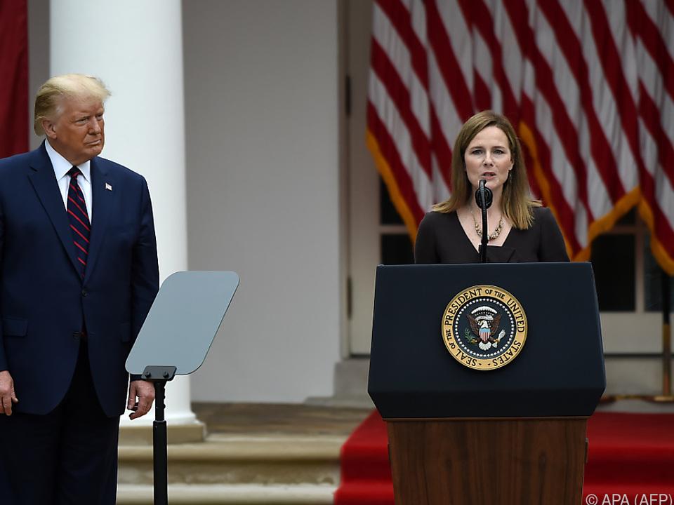 Trump ist zufrieden mit seiner umstrittenen Wahl
