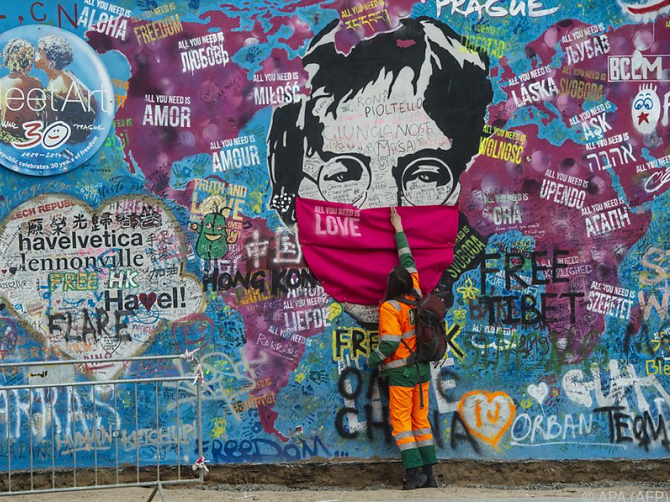 Wand in Prag zeigt: Auch Lennon würde heute Maske tragen
