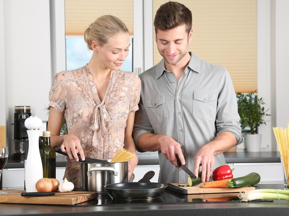 Mann Küche Frau Alltag Paar Familie