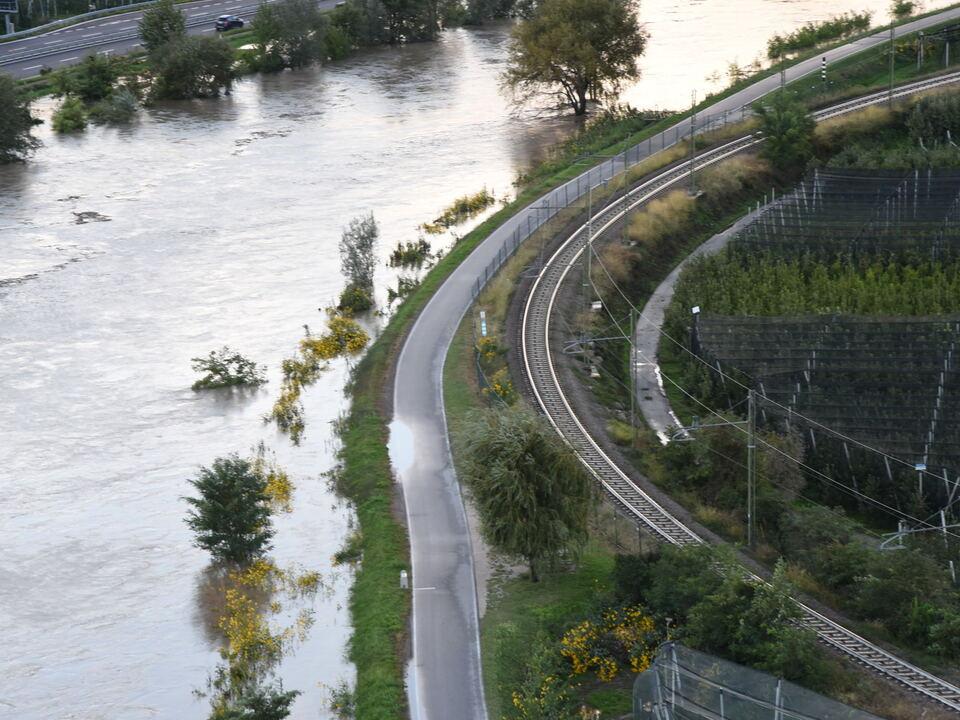 Nach dem Hochwasser an der Etsch am Samstag (3. Oktober) hat sich die Situation beruhigt, der Zivilschutzstatus wurde herabgesetzt. (Foto: 1082576_Hochwasser Etsch2-Luca_Messina