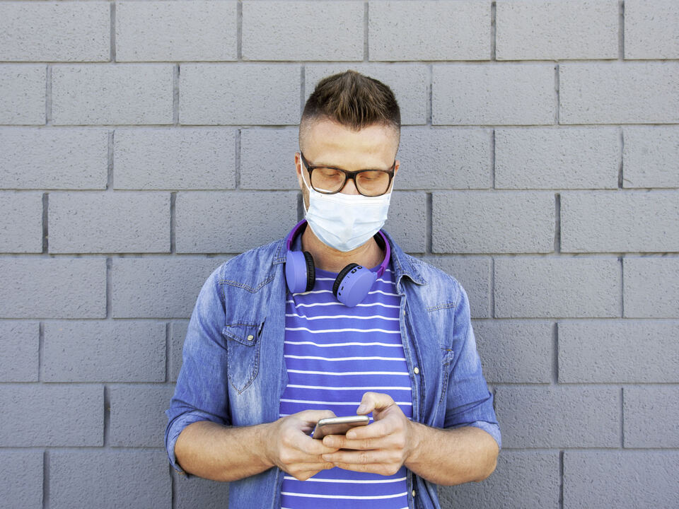 Corona Maske Atemschutz Mann