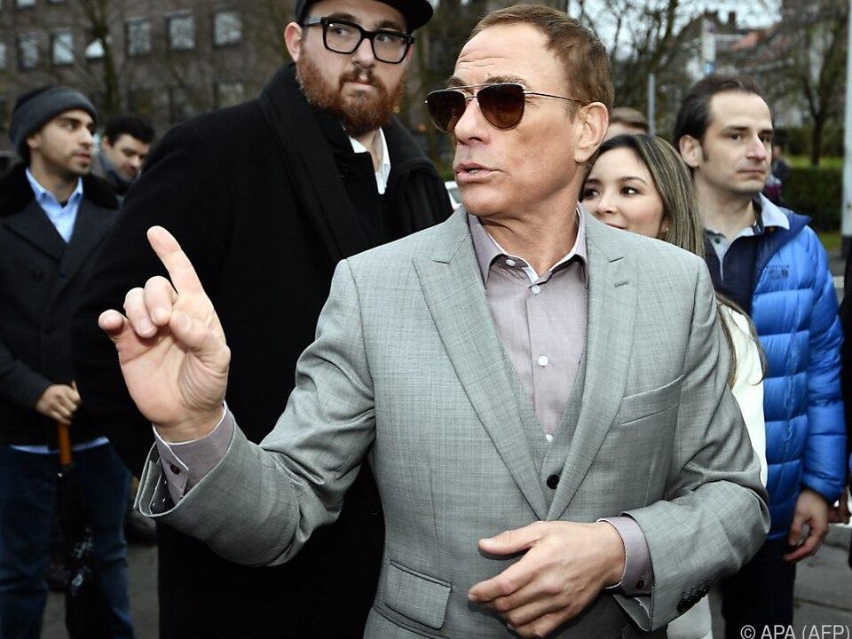 Actionstar Van Damme hat ein Herz für Tiere