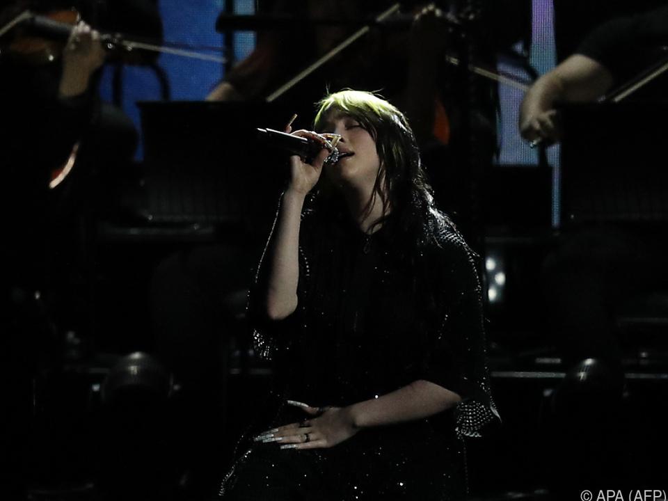 Billie Eilish mit leicht düsteren Ballade