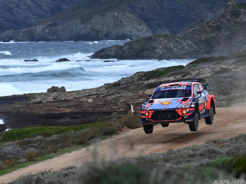 Dani Sordo brettert die Küste entlang zum Sieg