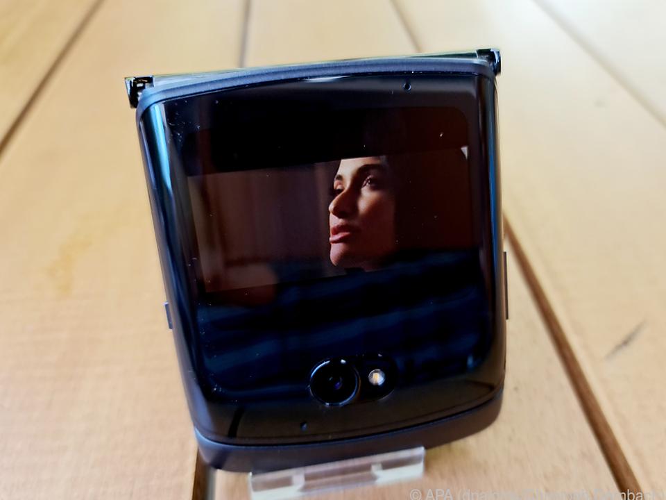 Für das kleine 2,7-Zoll-Display des Razr 5G gibt es sogar eine Youtube-App