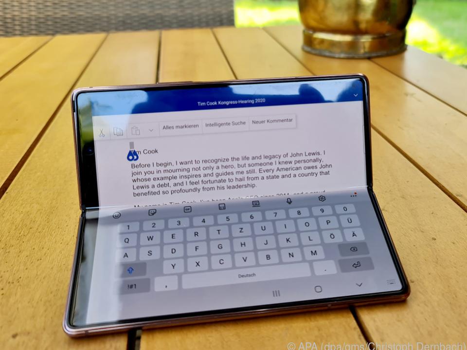Das Galaxy Z Fold 2 lässt sich auch als eine Art Kleinst-Laptop nutzen