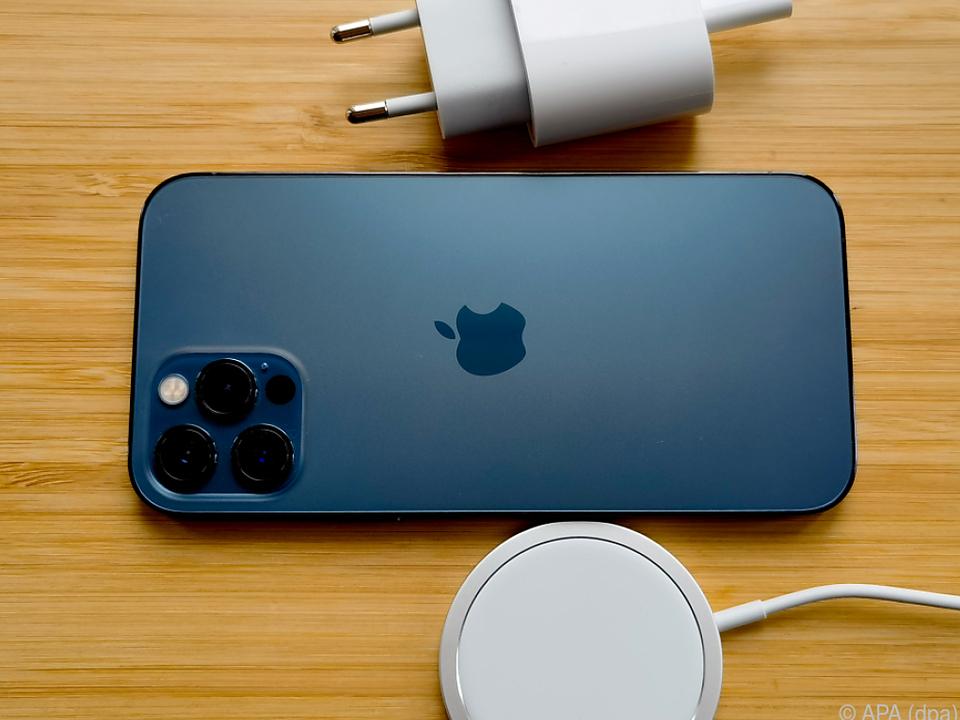Ein Ladegerät liefert Apple bei iPhone 12 nicht mehr mit