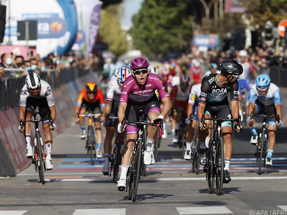 Der Franzose hat schon wieder die Radspitze vorne