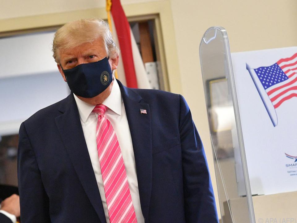 Der US-Präsident wählte in seinem Wahllokal in Florida