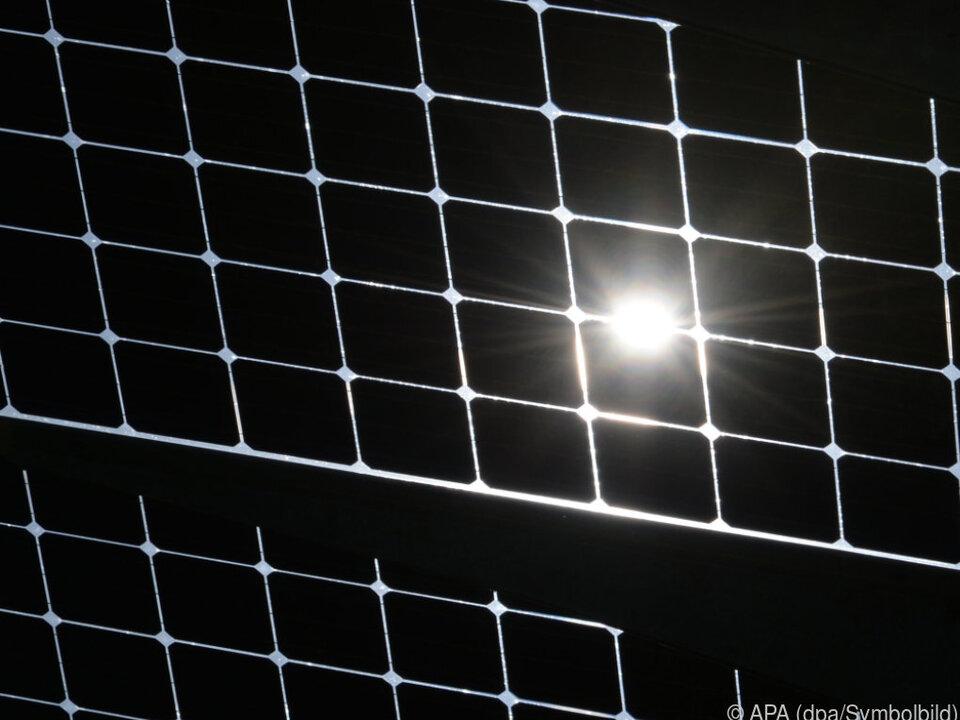 Die Anlage soll 5.200 Haushalte mit Strom versorgen fotovoltaic Photovoltaikanlage energie sym