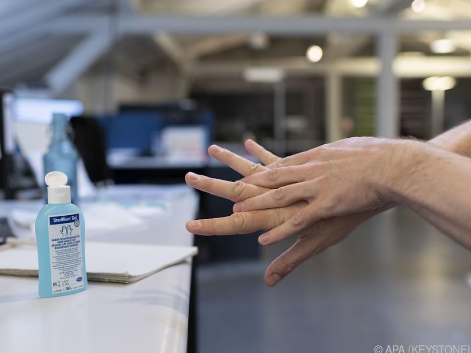 Die AUVA weist auf die Entflammungsgefahr hin desinfektionsmittel